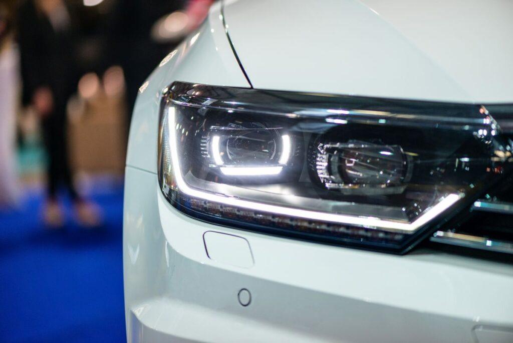 Producent lamp samochodowych, a standardy i jakość wytwarzania lamp