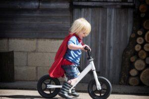 Czy warto kupić jeździk dziecku?